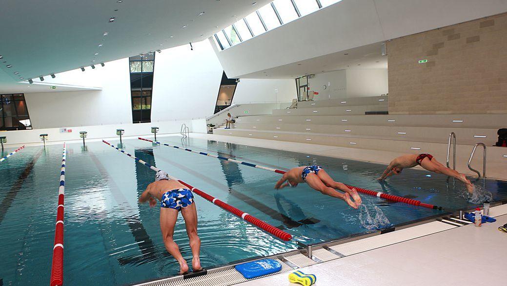 lane swimming in the 25 metre sports pool of the Kärnten Therme Villach